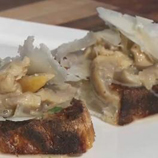 Toasted pan au levain with mushrooms