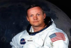 First man to land on the moon passes away