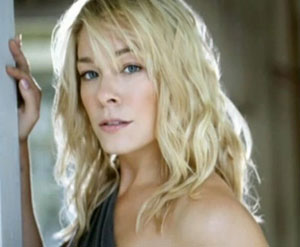 LeAnn Rimes enters rehab for stress and anxiety