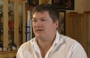 Ricky Hatton confirms return to boxing