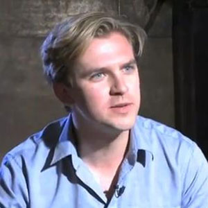 Julian Fellowes won't cast different actor for Matthew Crawley role