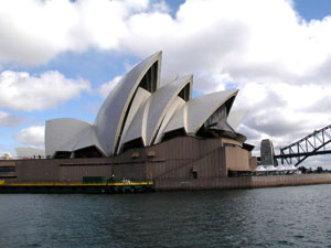 Surprise Travel To Australia: Huge Travel Discounts Foreseen For 2013!