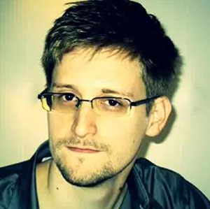 Snowden requests asylum in Russia