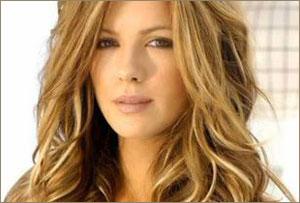 Emotional Kate Beckinsale unveils honours father