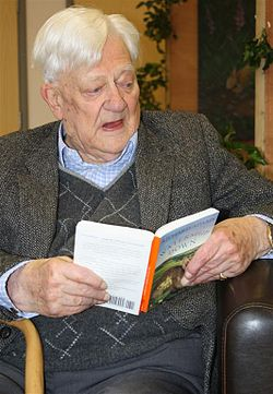 Richard Adams dies