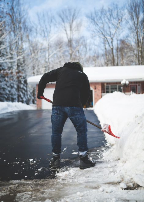 5 Easy Ways to Clean Up Your Driveway During Winter