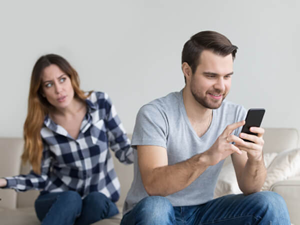 How to Spy on your Partner's Phone Without Touching It
