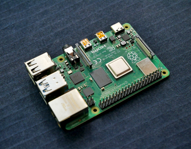 Raspberry Pi 400 - not yet, but almost like an All-In-One!