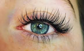 What's Included in an Eyelash Extension Starter Kit?